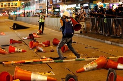 Người biểu tình phản đối dự luật dẫn độ tại Hong Kong. Ảnh:Reuters.