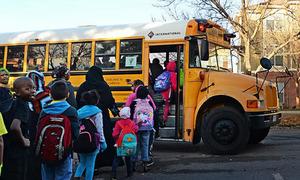 Hệ thống điện tử giúp tránh bỏ quên học sinh trên xe buýt ở Mỹ