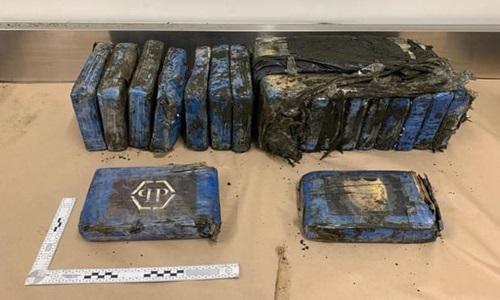 Lô hàng 19 gói cocaine dạt vào bãi biển New Zealand tối ngày 7/8. Ảnh: AFP.
