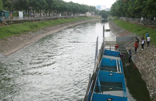 Khu vực thí điểm làm sạch nước sông Tô Lịch bằng công nghệ Nhật Bản ngày 5/8. Ảnh: Tất Định