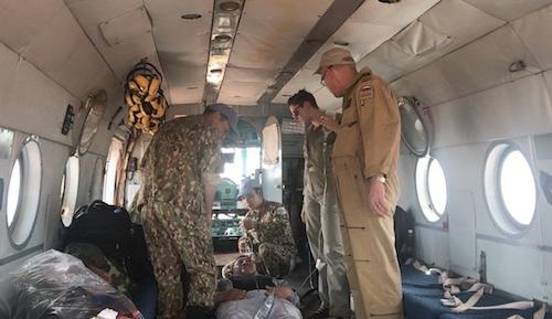 Bệnh nhân thuộc tiểu đoàn bộ binh Mông cổ bị xoắn hoại tử ruột, sau phẫu thuật cấp cứuđược đội cấp cứu hàng không của bệnh viện dã chiến Việt Namchuyển lên tuyến trên ở Uganda. Ảnh: BVDC