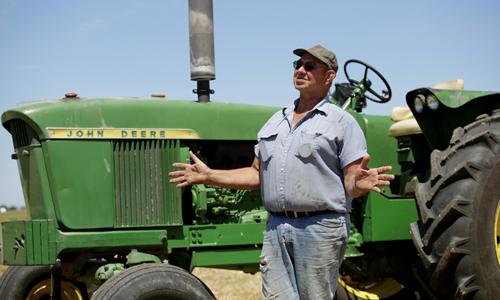 Mark Klinger, nông dân ở Pecatonica, bang Illinois, Mỹ, đang nói về gói viện trợ nông nghiệp của Tổng thống Trump hồi tháng 7 năm ngoái. Ảnh: Reuters.