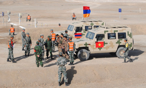 Kíp xe Việt Nam chuẩn bị thi đấu với Armenia sáng 8/8. Ảnh: QĐND.
