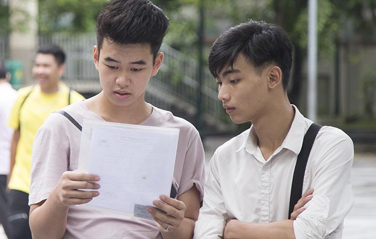 Thí sinh Hà Nội dự thi THPT quốc gia. Ảnh: Dương Tâm