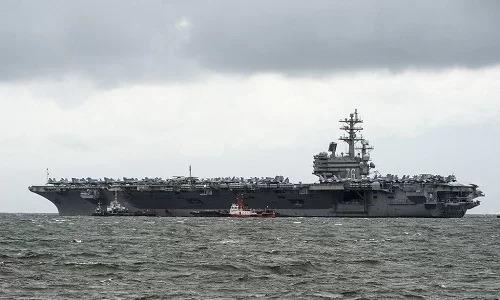 Tàu sân bay USS Ronald Reagan của Mỹ neo đậu tại cảng Manila hôm 7/8. Ảnh: AFP