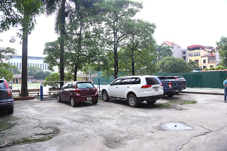 Khu vực chiếc Ford Transit đỗ suốt 9 tiếng trong ngày 6/8. Ảnh: Phạm Dự.