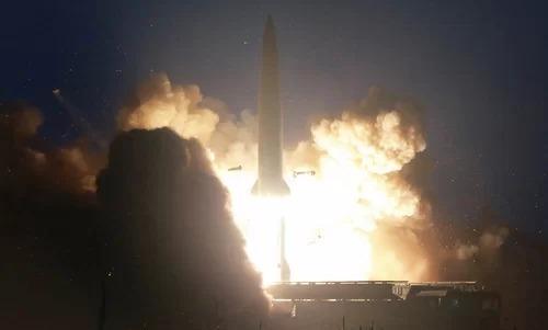Tên lửa Triều Tiên rời bệ phóng ngày 6/8. Ảnh: KCNA.
