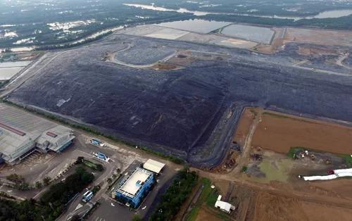 76% lượng rác tại TP HCM đang được chôn lấp. Ảnh: Hữu Nguyên.