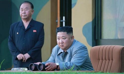 Lãnh đạo Triều Tiên Kim Jong-un thị sát một vụ phóng tên lửa hồi tháng 7. Ảnh: KCNA.