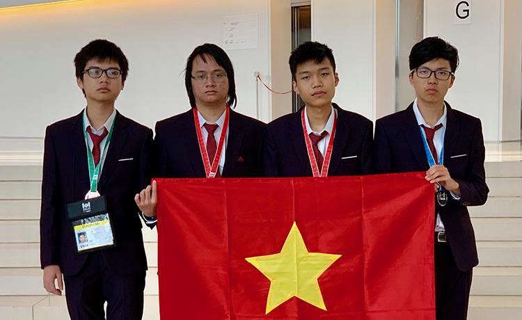 Bốn học sinh Việt Nam dự thi Olympic Tin học quốc tế năm 2019. Ảnh: Cục Quản lý chất lượng