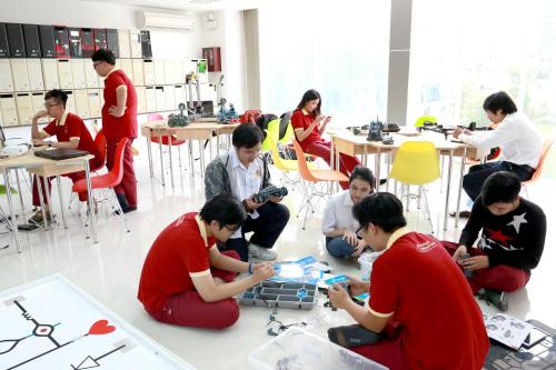 Câu lạc bộRobotics -sân chơi dành cho sinh viên có niềm đam mê lập trình.