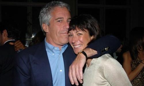 Jeffrey Epstein (trái) và Ghislaine Maxwell tại Mỹ năm 2005. Ảnh: SMH.