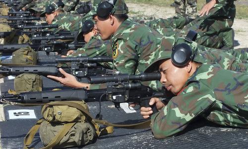 Xạ thủ Việt Nam trong vòng loại nội dung bắn tỉa ở Belarus. Ảnh: Bộ Quốc phòng Belarus.