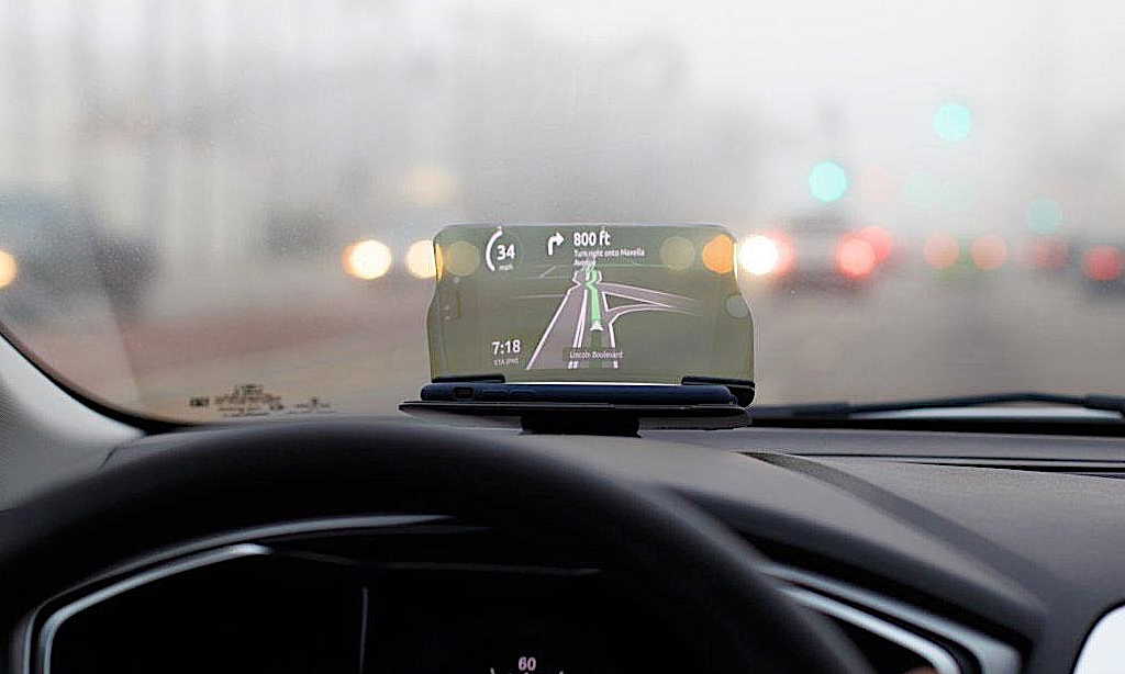 Hiển thị trên kính lái - tính năng giúp tài xế tập trung lái xe