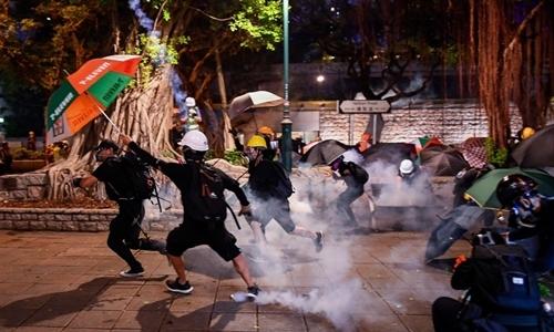 Người biểu tình ở Tsim Sha Tsui, Hong Kong ngày 11/8. Ảnh: AFP.
