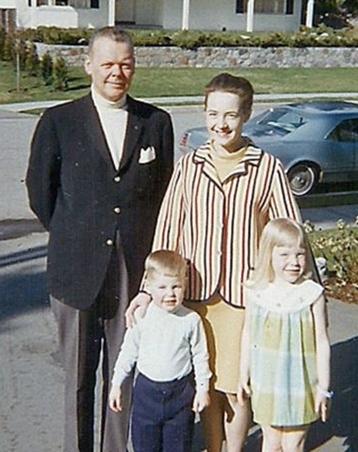 Warren,Ruth và hai con tại Vancouver năm 1969. Ảnh: BBC.