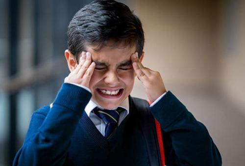 Trẻ dễ bị áp lực nếu bị bố mẹ quản lý quá chặt. Ảnh: Modernmom
