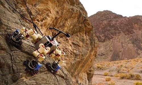 Robot LEMUR bám trên vách đá. Ảnh: NASA.