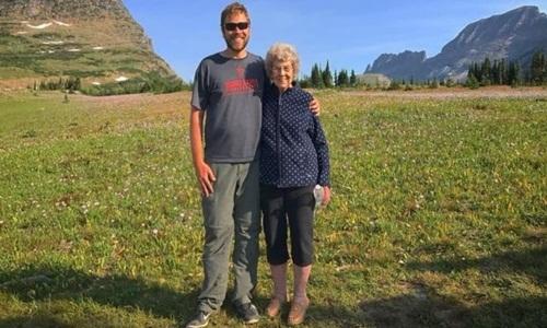Brad Ryan cùng bà Joy. Ảnh: Facebook.