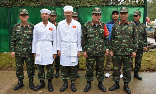Các thành viên đội Bếp dã chiến Việt Nam sau phần thi ở vòng loại. Ảnh: QĐND.