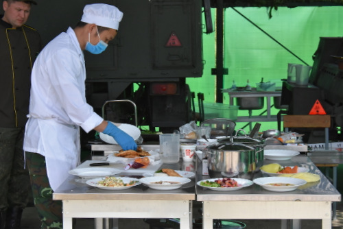 Thành viên đội Việt Nam thi đấu hôm 12/8. Ảnh: QĐND.