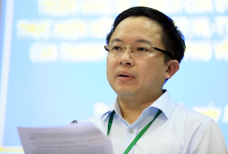 Ông Từ Lương thông báo về ranh khu vực 4,3 ha. Ảnh: Hữu Khoa.