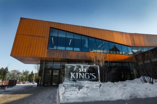 Học phí tại King's University College từ 30.000 CAD/ năm.