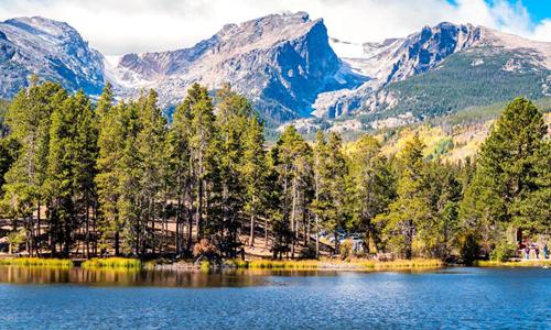 Mẫu nước mưa từcông viên quốc gia Núi Rocky, Mỹ, chứa vi nhựa. Ảnh: Independent.