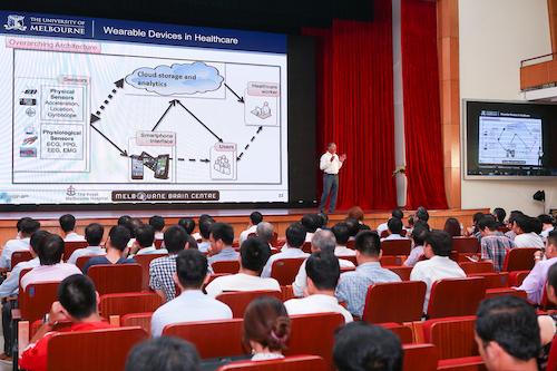 Bài tham luận về mạng cảm biến và xử lý thông tin của giáo sư Marimuthu Palaniswanmi, Đại học Melbourne.