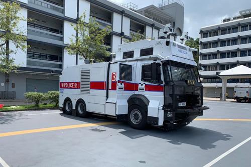 Xe chống bạo động được bọc thép và trang bị vòi rồng của cảnh sát Hong Kong. Ảnh: SCMP.