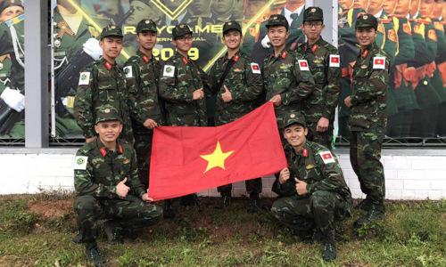 Các thành viên đội Cứu hộ cứu nạn Việt Nam sau phần thi hôm 14/8. Ảnh: QĐND.
