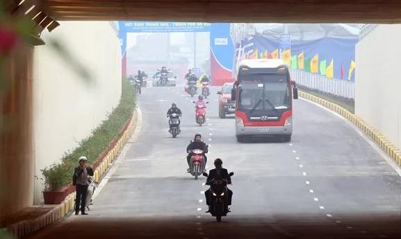 Hầm chui Trung Hoà nằm cắt qua trục đường Vành đai 3, được hoàn thiện năm 2016. Ảnh: Bá Đô
