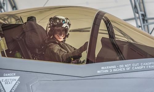 Đại úy Anneliese Satz. Ảnh: Thủy quân lục chiến Mỹ.