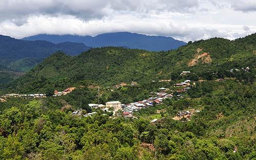 Xã Phước Thành có 405 hộ dân tộc Giẻ Triêng sinh sống luôn đứng đầu huyện Phước Sơn về tỷ lệ hộ nghèo và tảo hôn cận huyết thống. Ảnh:Đắc Thành.