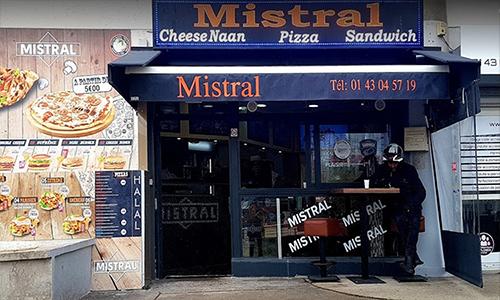 Phía trước nhà hàng Mistral, nơi xảy ra vụ nổ súng tối 16/8 khiến một người chết. Ảnh: Google.