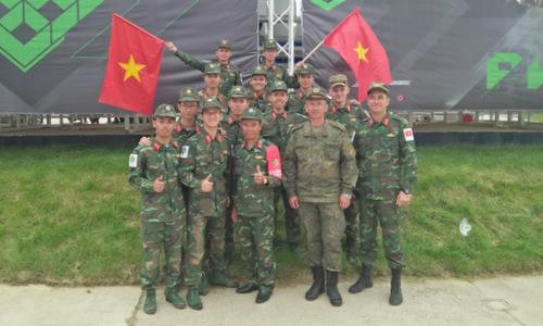 Các thành viên đội Việt Nam sau trận đấu chung kết. Ảnh: QĐND.