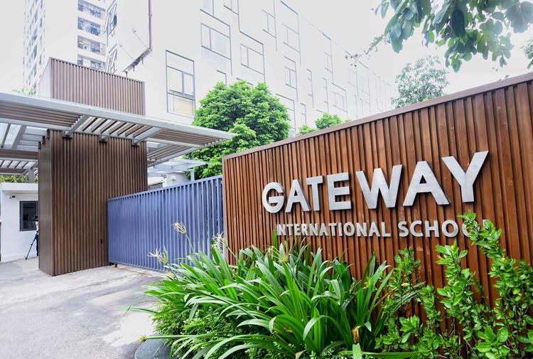 Biển tên trường Gateway chỉ rõ đây là trường quốc tế với cụm từ tiếng Anh là International school. Ảnh: Giang Huy