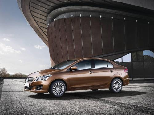 Suzuki Ciaz - chiếc sedan doanh nhân phù hợp với nhu cầu di chuyển trong đô thị có giá bán dưới 500 triệu đồng.