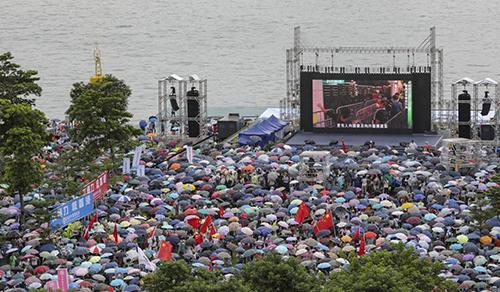 Buổi mít tinh ủng hộ chính quyền Hong Kong ngày 17/8 tại công viên Tamar. Ảnh:AFP.