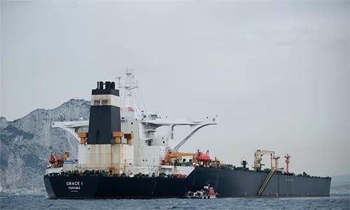 Siêu tàu dầu Grace 1 neo đậu ngoài khơi vùng lãnh thổ hải ngoại Gibraltar của Anh ngày 6/7. Ảnh: AFP.