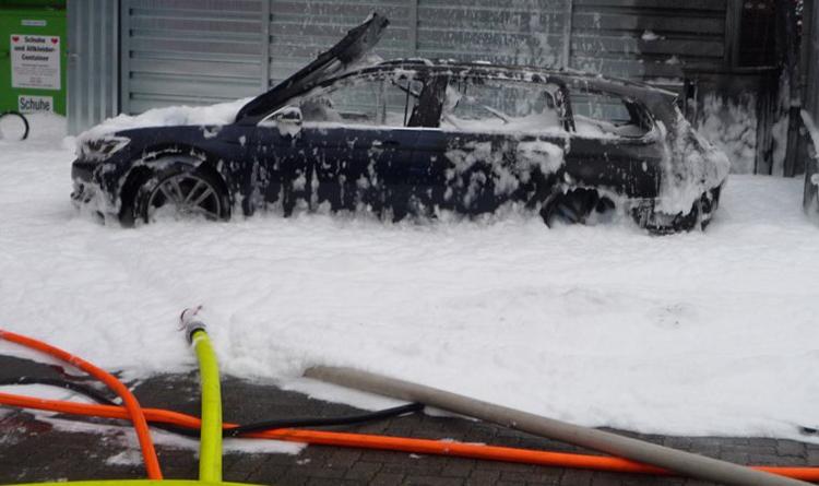 Chiếc xe gặp nạn sau khi được giải cứu.