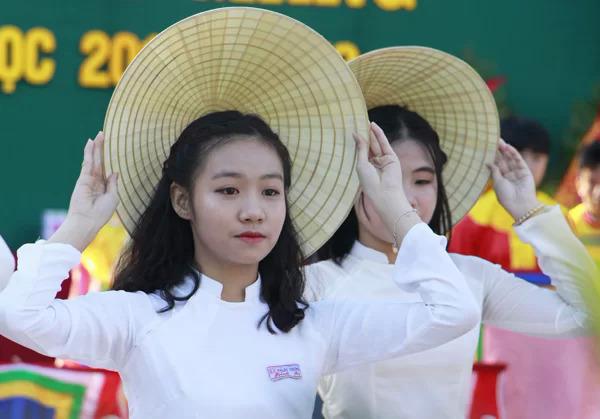 Trong ngày khai giảng, các trường ở Huế sẽ không thả bóng bay. Ảnh: Võ Thạnh