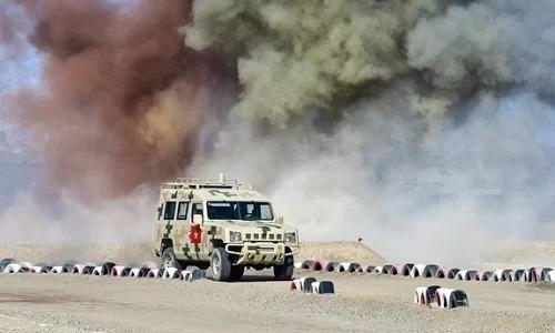 Xe trinh sát của đội tuyển Hóa học Quân đội nhân dân Việt Nam trên đường chạy vượt vật cản ngày 12/8. Ảnh: QĐND.