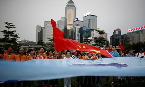 Liên minh Bảo vệ Hong Kong, tổ chức ủng hộ chính quyền,tham gia buổi mít tinh ủng hộ chính quyền ngày 17/8 tại công viên Tamar. Ảnh:AFP.