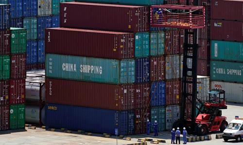 Các container hàng hóa tại cảng Dương Sơn, Thượng Hải, Trung Quốc. Ảnh: Reuters.