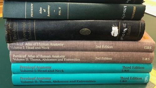 Bộ sách được lưu trữ tại thư viện Anh. Ảnh: BBC.
