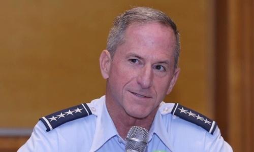Đại tướng David Goldfein, Tham mưu trưởng Không quân Mỹ, trong cuộc họp báo chiều nay tại Hà Nội. Ảnh: Hà Trung.