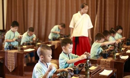 Lớp học trà đạo dành cho trẻ tiểu học ở thành phố Hành Thủy, tỉnh Hà Bắc, tháng 7/2017. Ảnh: Xinhua.