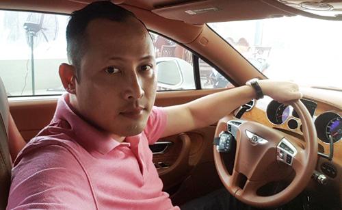 Tô Công Lý khoe hình mình bên nhiều ôtô đắt tiền. Ảnh: Trang Zalo cá nhân của Lý.