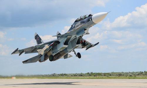 Tiêm kích Su-30SM mang tên lửa Kh-29 trong đợt diễn tập tại Crimea. Ảnh: Bộ Quốc phòng Nga.